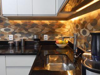 Cozinha repaginada Izabella Biancardine Interiores Armários e bancadas de cozinha