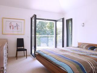 Baufritz House Bond Baufritz (UK) Ltd. DormitoriosCamas y cabeceros Madera Acabado en madera