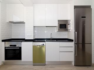 Simetrika - Reformas Integrales en Madrid Cocinas de estilo moderno