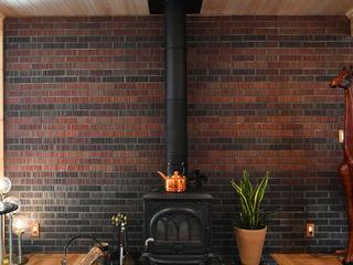 木の家株式会社 Modern Living Room Bricks