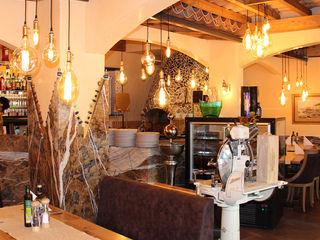 Skapetze Lichtmacher Rustic style dining room