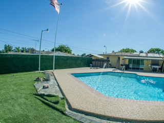 Swimming pool fence privacy artificial boxwood hedge Sunwing Industries Ltd Pool Plastic Green