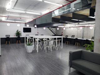 NR Contruccion Minimalist study/office