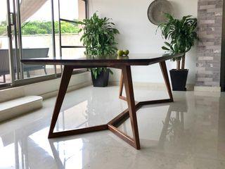 Manolo Campos, ebanistería contemporánea Sala de jantarMesas Madeira maciça Acabamento em madeira