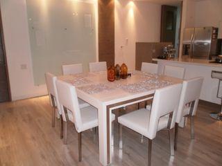 LIZZY SERGE Interiorismo Arquitectónico Modern dining room Solid Wood Grey