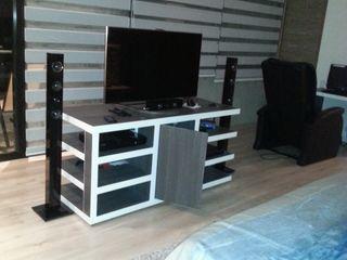 LIZZY SERGE Interiorismo Arquitectónico Modern style bedroom Black