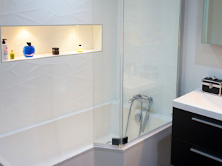 Création d'un bureau à domicile dans un appartement Créateurs d'Interieur Salle de bain scandinave