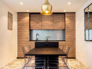 Un escalier original dans une maison de ville de 83 m2 Créateurs d'Interieur Petites cuisines