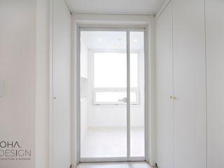 로하디자인 Коридор, прихожая и лестница в модерн стиле