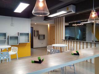 AU Lab Modern style study/office Wood effect
