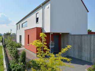 Massivholzhaus mit Sichtbeton-Elementen Herrmann Massivholzhaus GmbH Holzhaus Massivholz
