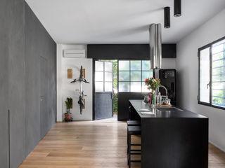 MIROarchitetti Cocinas de estilo moderno