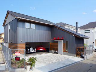 (株)バウハウス Garajes de estilo moderno Madera maciza Gris