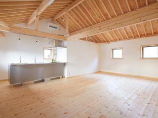 (株)バウハウス Livings de estilo moderno Madera maciza Blanco