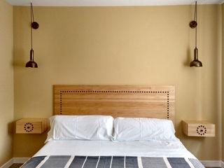 Dormitorio doble para una casa rural en Segovia CARMITA DESIGN diseño de interiores en Madrid Dormitorios mediterráneos Madera Acabado en madera