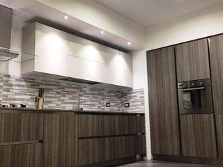 Realizzazioni L&M design di Marelli Cinzia Cucina attrezzata Legno composito Bianco