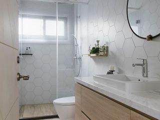 理絲室內設計有限公司 Ris Interior Design Co., Ltd. Baños de estilo minimalista Ladrillos Blanco