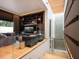 Muebles y Celosías Revah Arqs Sala multimediaMuebles Madera Acabado en madera