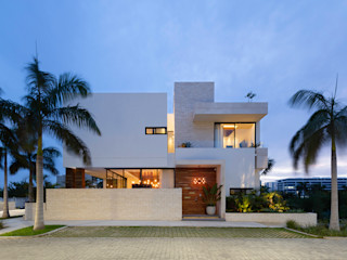 Daniel Cota Arquitectura | Despacho de arquitectos | Cancún Single family home Concrete White