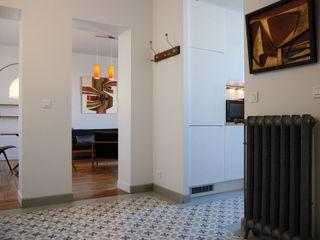 Aménagement complet d'un 3 pièces de 60 m2 Créateurs d'Interieur Couloir, entrée, escaliers classiques