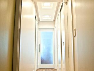 Cristina Reyes Design de Interiores Koridor & Tangga Modern