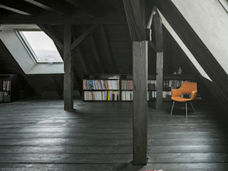 WILHELM III. Schwarzer Salon im Dach AMUNT Architekten in Stuttgart und Aachen Asiatischer Fitnessraum Schwarz