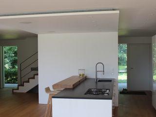 Einfamilienhaus in Prien am Chiemsee Architekt Namberger KücheSpülen und Armaturen