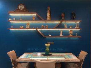 The inside stories - by Minal Minimalistische Esszimmer Holz Blau