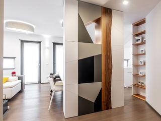 CASA MWF CORFONE + PARTNERS studios for urban architecture Ingresso, Corridoio & Scale in stile moderno