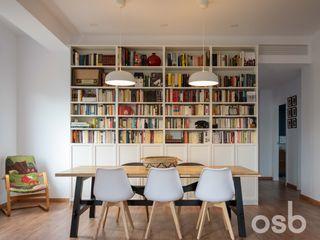 osb arquitectos Ruang Makan Modern Multicolored