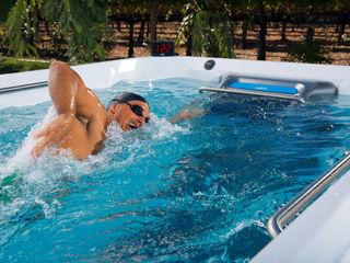 Schwimmerlebnis mit Gegenstromanlage SPA Deluxe GmbH - Whirlpools in Senden Moderner Garten