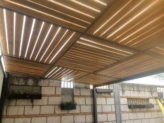 TECHO DE MADERA ENGO MANUFACTURAS METALICAS Casas de estilo rústico Compuestos de madera y plástico Acabado en madera