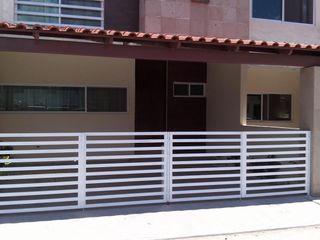 BARANDAL Y TECHO ENGO MANUFACTURAS METALICAS Casas de estilo minimalista Hierro/Acero Blanco