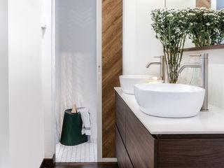 Distinctidentity Pte Ltd Modern bathroom Wood White