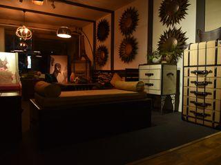 7WD Design Studio Salas de estar coloniais Madeira Castanho