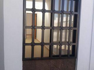 ENGO MANUFACTURAS METALICAS Puertas y ventanas de estilo minimalista Metal Negro