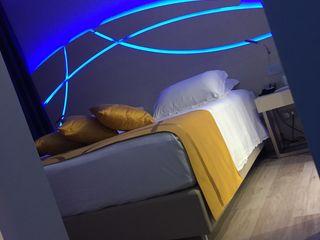 COLOR HOTEL Studio Stefano Pediconi Camera da letto moderna