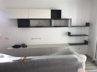 Appartamento total white L&M design di Marelli Cinzia Sala da pranzo moderna Bianco