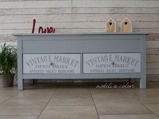 Come cambiare colore ad una cassapanca Ikea ! Mobili a Colori Ingresso, Corridoio & Scale in stile eclettico Legno Grigio