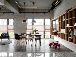 粗礦與細膩之間的完美交會 - 設計師如何選用蜂巢簾? MSBT 幔室布緹 客廳 強化水泥 Grey