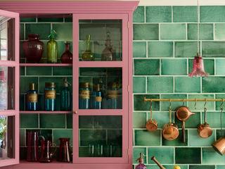 The Bond Street Classic Showroom by deVOL deVOL Kitchens Кухня Масив Рожевий