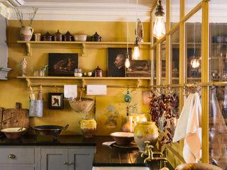 The Bond Street Shaker Showroom by deVOL deVOL Kitchens Dapur Gaya Mediteran Parket Grey