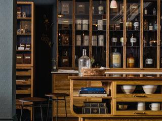 The Bond Street Haberdashery by deVOL deVOL Kitchens Dapur Klasik Parket