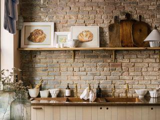 The Potting Shed in Manhattan by deVOL deVOL Kitchens Dapur Gaya Rustic Parket