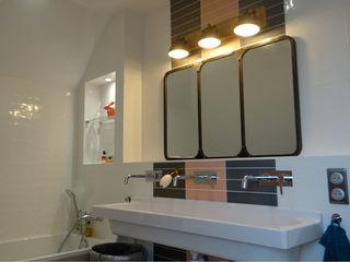 ESPRIT PENSIONNAT À SAINTE-LUCE-SUR-LOIRE UN AMOUR DE MAISON Salle de bain moderne