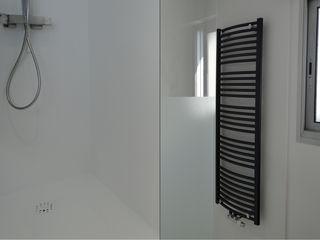 ÉLOGE DE LA SIMPLICITÉ À SAINTE-LUCE-SUR-LOIRE UN AMOUR DE MAISON Salle de bain moderne