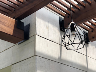 DE LEON PRO Balkon, Beranda & Teras Modern