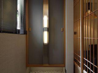 直方設計有限公司 Ingresso, Corridoio & Scale in stile asiatico