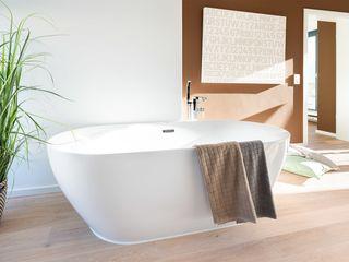 Luxusbad in offenem Raum-Konzept Banovo GmbH Moderne Badezimmer Keramik Beige