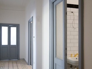 Casa CD Manuela Tognoli Architettura Ingresso, Corridoio & Scale in stile industriale
